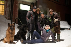 devils-pass-movie-dyatlov-pass-incident-dogs-group-photo