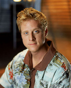 Side Note: Alan Tudyk does not wear this shirt in Justified. Source